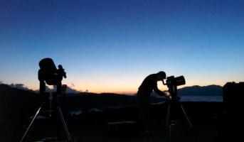 Preparing the astronomy session with telescope and liquor taste (Bonaigua)
